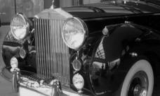 Rolls-Royce_Silver_Wraith_2