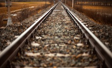 path-railroad-rails-1425-525x350