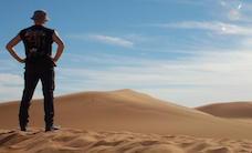 Man-observer-sand-desert-0522140EFE892D9B