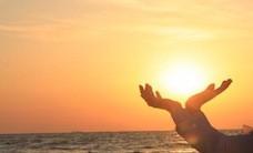 Lady-Holding-the-Sun-Sunrise-0315144F7400397E