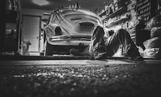 beetle-black-and-white-car-474-825x550
