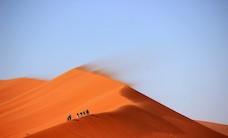 desert-hiking-hot-3853-825x550