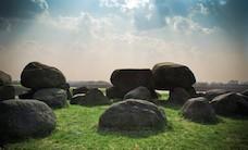 meadow-rocks-stones-882-825x550