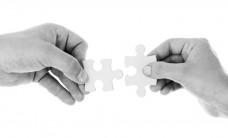 Hands-Holding-Jigsaw-1016138A274DD8AE