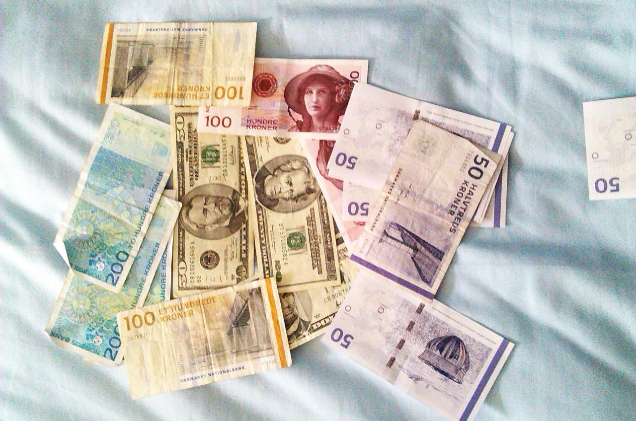 Money 2 - BW